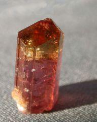 Одиночный кристалл турмалина