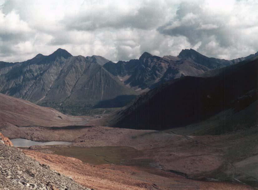 с перевала Оспин-Дабан вид на долину р.Хуша-Гол и на хребет