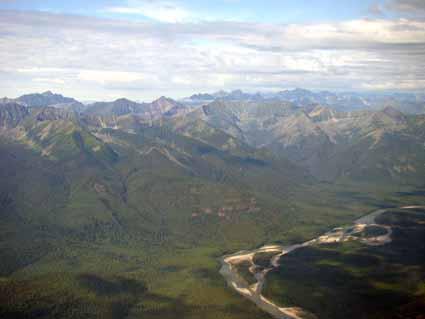Фрагмент долины р.Онот, прорезающей Китойские гольцы