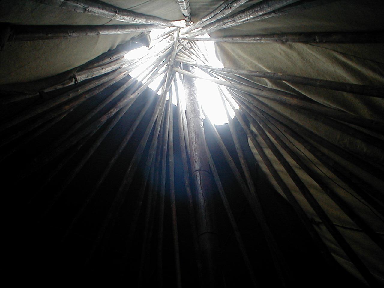 Дырка на потолке чума
